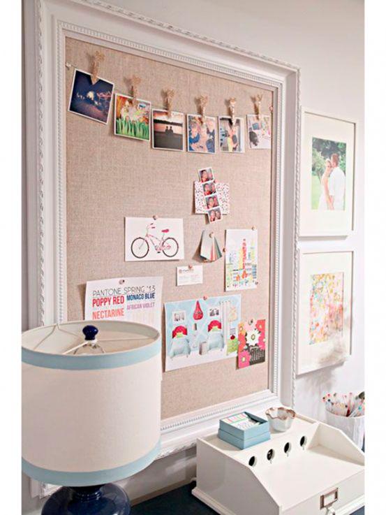 <p>Bevestig een kurkplaat bedekt met stof aan een zelfgeschilderd kader. Klem ook een touwtje onder het kader <em>et voilà</em>, je hebt een originele manier om je recepten of kaartjes te showen.</p><p></p><p>Bron:iheartorganizing.blogspot.com</p>