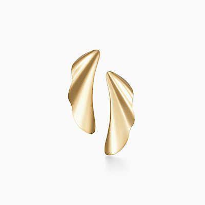 Elsa Peretti® High Tide earrings in 18k gold.