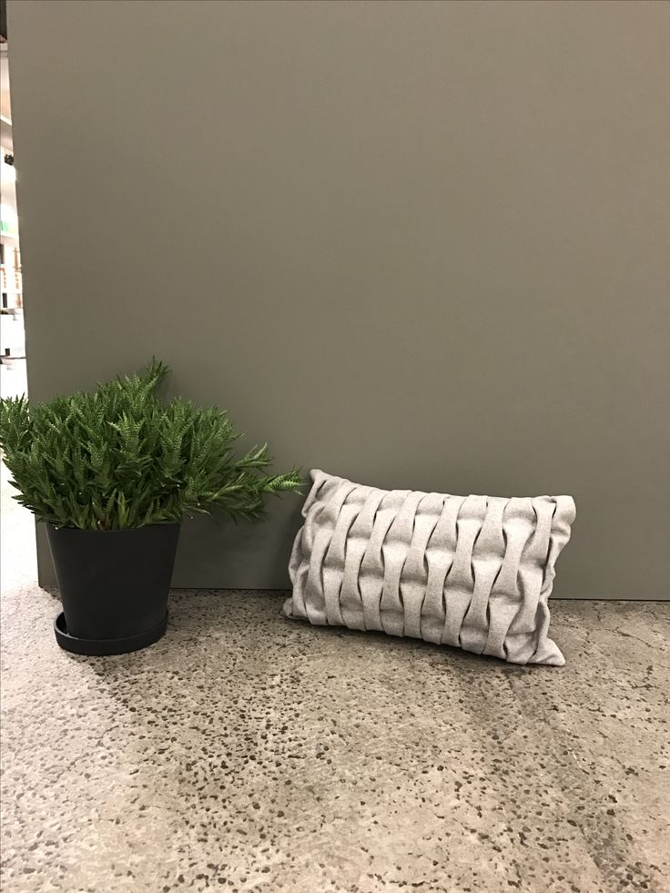 Cushion. Light grey BIG SMOCK. Kvadrat textiles. Sewn by hand. mobel og rum