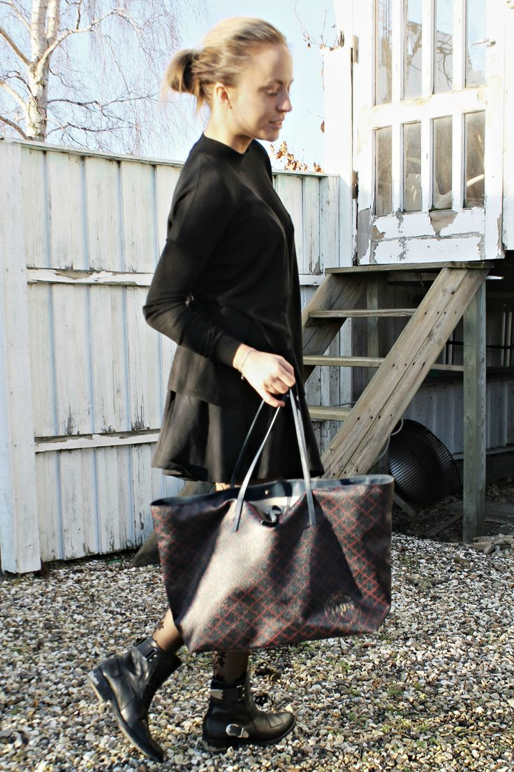 Scandinavian, elegant & classy. Read more at: http://www.ahmfashion.dk/2016/02/dont-give-attention-to-competition.html