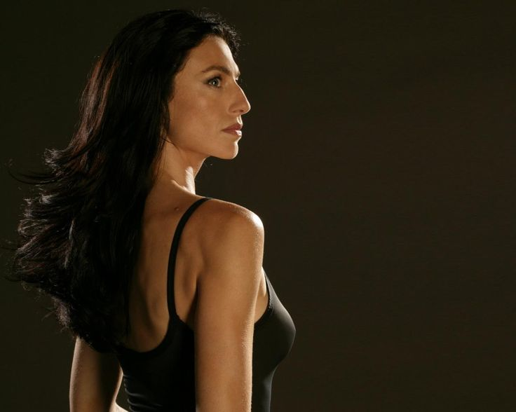 http://www.wallsave.com/wallpapers/1280x1024/helene-fischer/66784/helene-fischer-black-biography-mag-mire-claudia-images-imagesbee-66784.jpg...    Claudia Black, of Farscape: the inspiration for my main character, Reagan of the Morrigan.  Not only in her appearance, but in her VOICE. I need to watch some more of the show and listen to her again, so I can hear Reagan speaking in that wonderful tone...