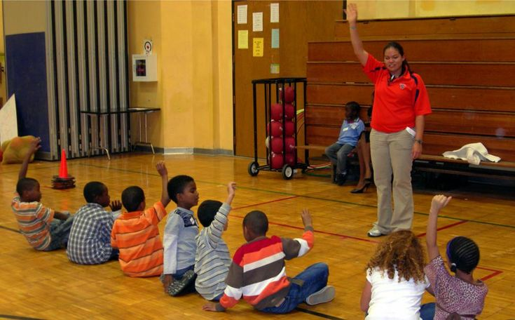 The kids are able to respond to the teacher's hand signals.