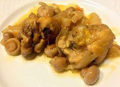 Receta de pollo encebollado con champiñones es una receta sencilla y deliciosa para preparar tanto a la hora de la comida como de la cena, además podemos hacerla más completa acompañándola con una buena ensalada o arroz (a poder ser integral) o patatas (tanto cocidas como fritas). El pollo es perfecto para incluir en nuestra dieta equilibrada, un filete pequeño de pollo nos aporta el 30% de las proteínas que necesitamos diariamente. #RecetasGalaicus #receta #pollo