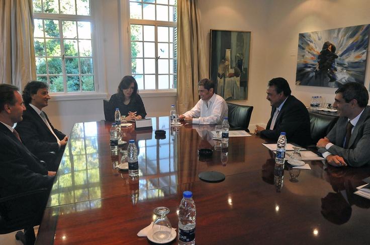 Cristina Fernández de Kirchner se reunió con directivos de las petroleras Total Austral y Wintershall, que le anunciaron una inversión  de 2.100 millones de dólares.