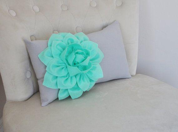 Menta verde almohada Lumbar menta Dahlia en almohada por bedbuggs