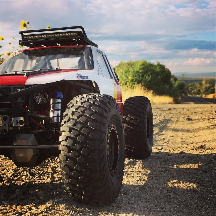 Just a Toyota on an old dirt road . . #KrawlZoneRC #rc4wd #axial #axialracing #axialadventures #axial #rc #rcscale #kingofthehammers #vanquishproducts #methodracewheels #rigidindustries #darkmtnphoto #offroad #offroadracing #poisonspyder #4x4 #rockracer #crawler #caseycurrie #atees #asiatees #asiateeshobbies #rcneverstops