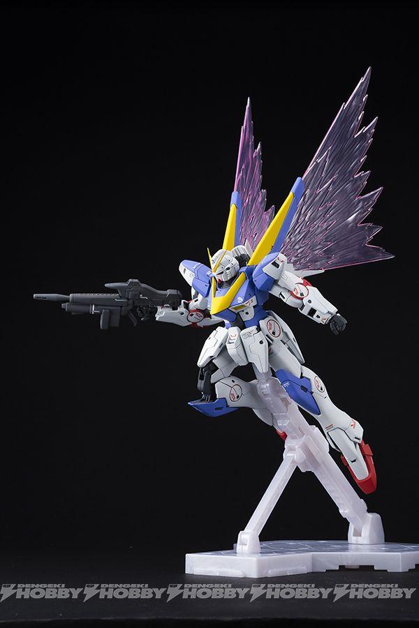 "▲「MG 1/100 V2ガンダム Ver.Ka用 拡張エフェクトユニット ""光の翼""」を取り付けた「MG 1/100 V2ガンダム Ver.Ka」。"