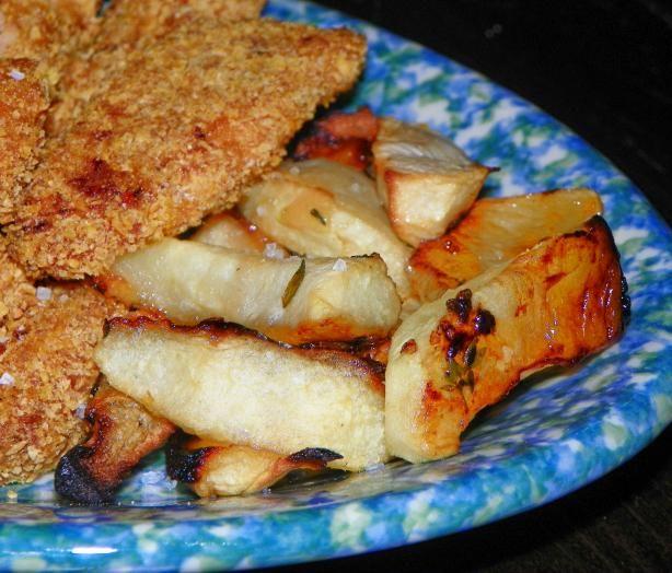 """Les frites aux pommes présentent une façon saine et emballante de secouer votre faible pour les doigts de poulet ou les """"fish and chips""""!"""