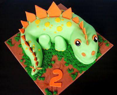 SUR LA TRACE DES DINOS. Un dino bien représenté en gâteau !