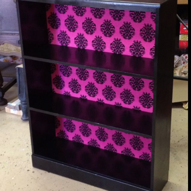 Gloss black bookshelf with hot pink damask