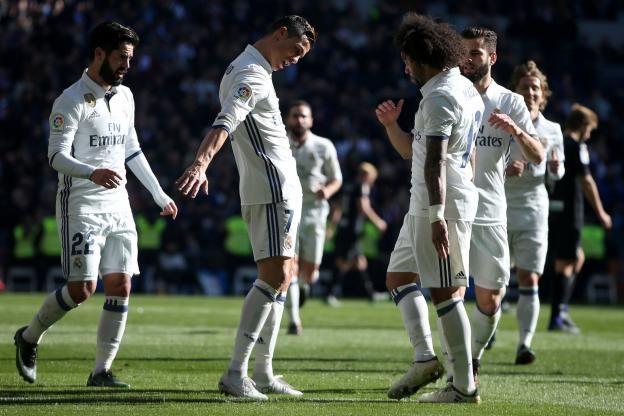Le Real Madrid de Zinedine Zidane a battu Grenade (5-0) samedi et égale ainsi le record d'invincibilité du football espagnol (39 matches sans défaite)..