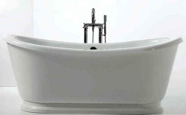 Freestanding bathtub with outside covering from SLIK (SOLANO)
