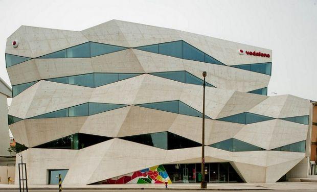 Con la compra de Jazztel por parte de Orange, se cierra una de las cinco operaciones más importantes entre empresas del sector de las telecomunicaciones en España. Según las últimas noticias, la compañía de telefónica francesa habría adquirido la teleco de Leopoldo Fernández Pujals por unos 3.350 millones de Euros, de los que el propietario de la compañía se quedaría con unos 490 millones.