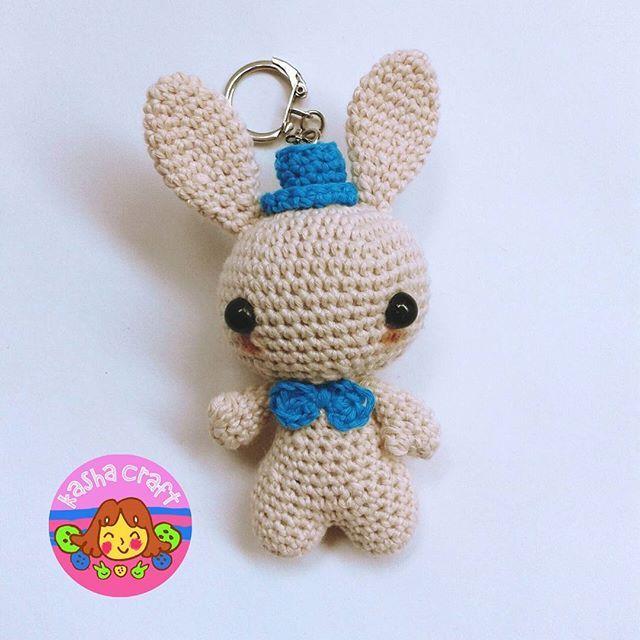 Bunny Keychain  Tinggi 10 cm Lebar 4 cm  Pattern by blackhatllama  #amigurumi #boneka #bonekarajut #doll #crochetdoll #hobi #hobby #instacrochet #instacraft #puppe #häkelpuppe #haken #häkeln #kadolucu #kadounik #amigurumiaddict #handmadebyme #amiguruminstagram #kashacraft #katalogkashacraft #exploreindonesia #exploresurabaya #exploresidoarjo