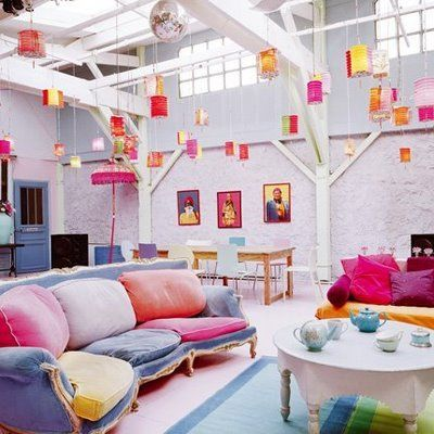 this room is amazing!! the different use of colors is great! I would spend all of my time in here :)