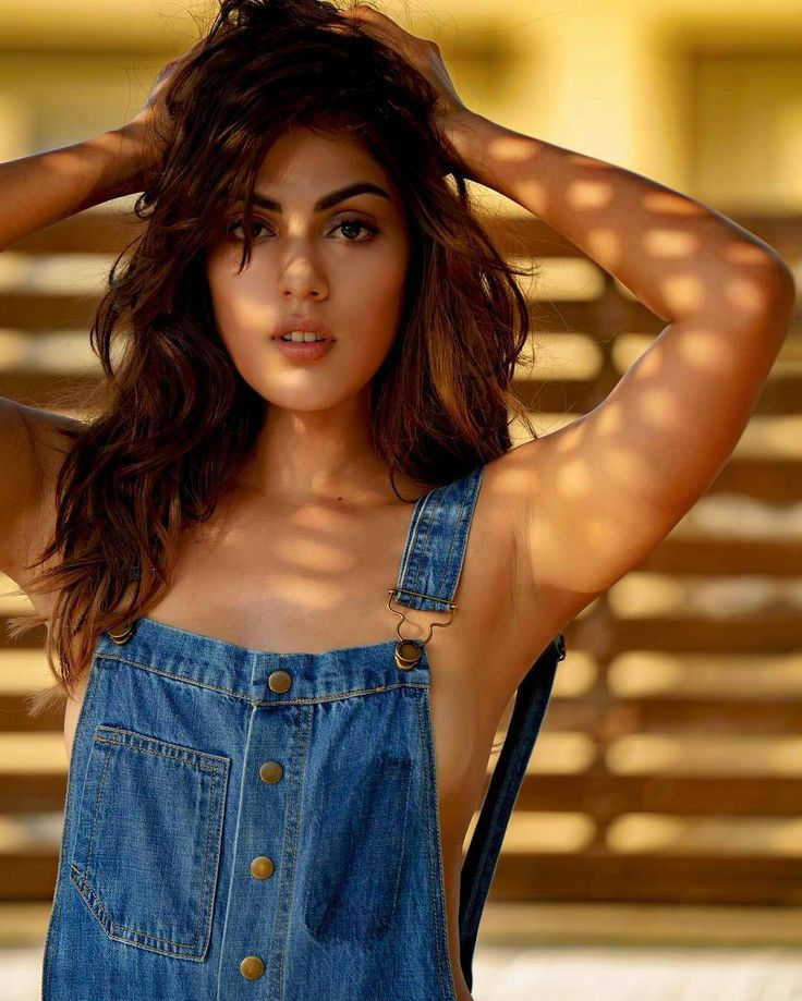 The sizzling Rhea Chakraborty  @filmywave  #RheaChakraborty #sizzling #beauty #sexy #celebrity #bollywood #bollywoodactress #bollywoodactor #actor #actress #star #instalike #instacomment #filmywave