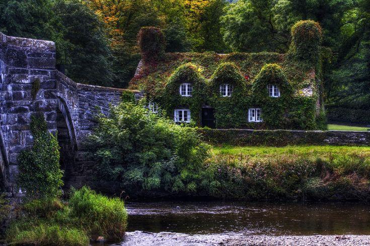 Llanrwst tearoom on the banks of the river
