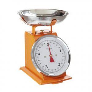 Oranje keukenweegschaal, van het keukenmerk Bloomingville, erg makkelijk voor in ieder keuken in Nederland. Dit handige keukengerei is leuk om kado te doen maar ook ideaal om zelf te gebruiken in je oranje keuken.