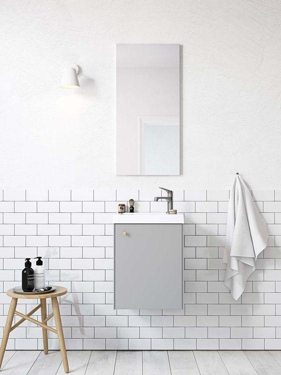 | Badrumsinspiration | Badrumsskåp i serien Compact i färgen grå. För dig med mindre badrum | Ballingslöv.