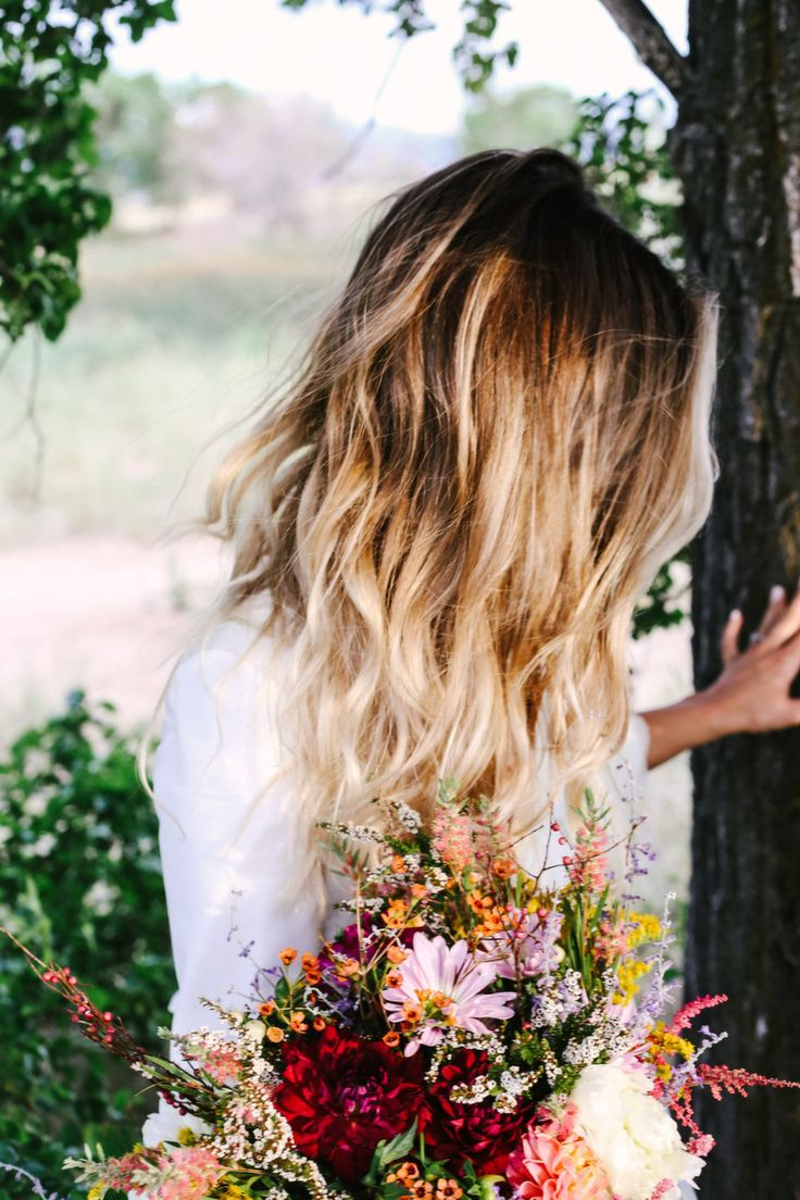 This wild flower bouquet is absolutely gorgeous. Obsessed.