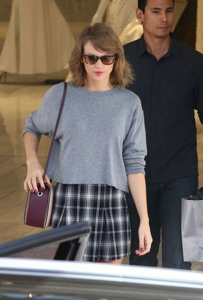 Taylor Swift Photos - Taylor Swfit Spotted Out in Los Angeles - Zimbio