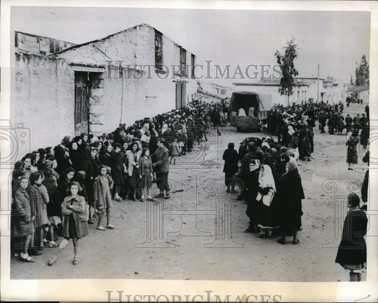 1945 Press Photo Athens Greece lines at soup kitchens run by British troops