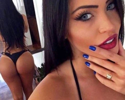 This Is The 'Sexy Selfie Day' (27 Photos)