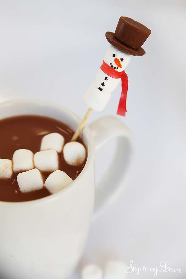 How to make a snowman stirrer for your hot chocolate, tea, coffee, etc. This cute little guy makes for an easy and fun kid's activity this fall and winter.