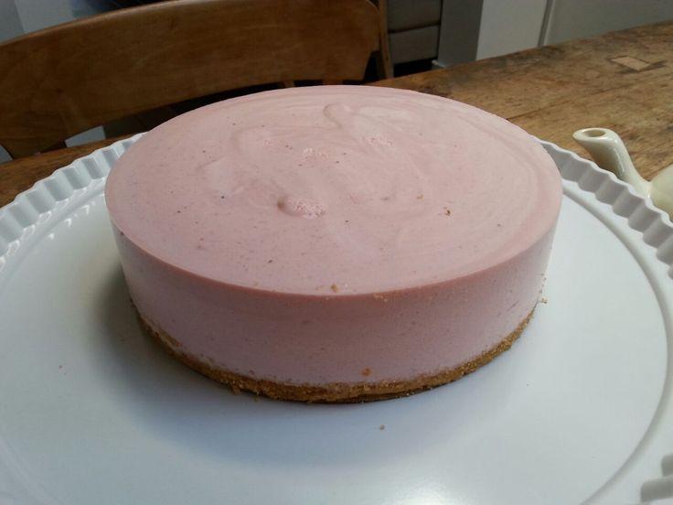Soms is het zo simpel. Een kwarktaart, een super eenvoudige lekker frisse taart. Iedereen heeft hem wel eens gemaakt met of zonder een pakje uit de supermarkt. Maar nu, nu wil je hem maken maar wil…