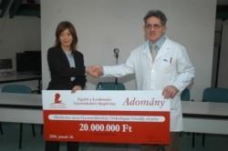 Az Együtt a Leukémiás Gyermekekért Alapítvány 20.000.000 Ft-ot adományozott 2006.januárjában a leukémiás gyermekek számára életmentő, onkológiai sterilszoba kialakítására a Madarász utcai Gyermekkórház onkológiai osztályának. A teljesen steril körülményeket biztosító csíraszegény boksz egy többszörös zsilipeléssel nyíló,különleges légtechnikai rendszerrel ellátott,csökkentett csíratartalmú kórterem, amely javítja az agresszív kemoterápiás kezelésen átesett leukémiás gyermekek túlélési…