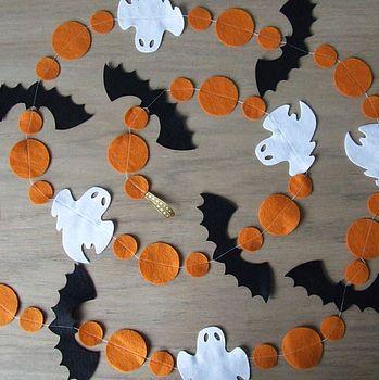 Halloween Felt Garland. NO LINK, but pretty basic. buy felt, cut into shapes.. put on string. lol