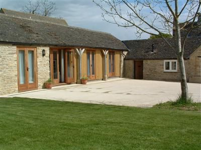 Cottages.co advertises a fantastic selection of Holiday Cottages and other accommodation throughout the UK and Ireland. The cottages are usually privately owned, but are bookable through established Booking Agencies --- http://www.cottages.co/