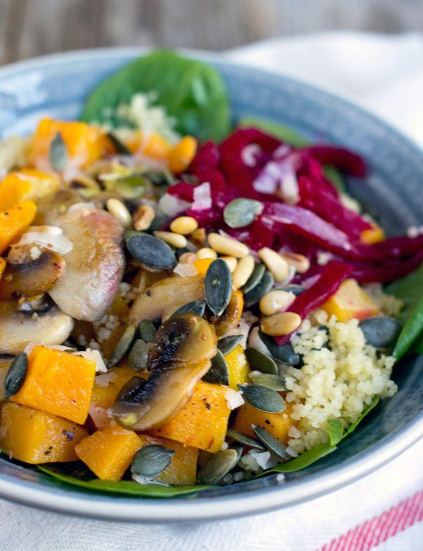 Vandaag heb ik weer heerlijke herfstinspiratie voor jullie. Geen stamppot of stoofschotel maar een salade! In de herfst denk je misschien niet zo snel aan een salade, maar vergeet niet dat er naast koude salades ook lauw/warme salades mogelijk zijn. Een salade waarbij de slasoort koud is maar andere ingrediënten lekker warm zijn. Zo'n salade... LEES MEER...