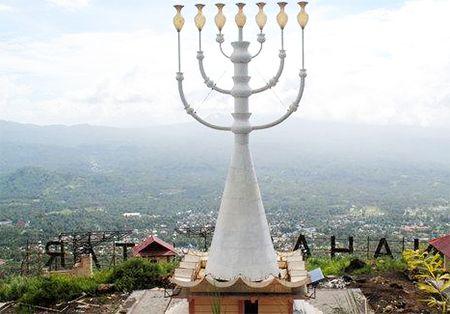 Tugu Menorah Yahudi, Manado