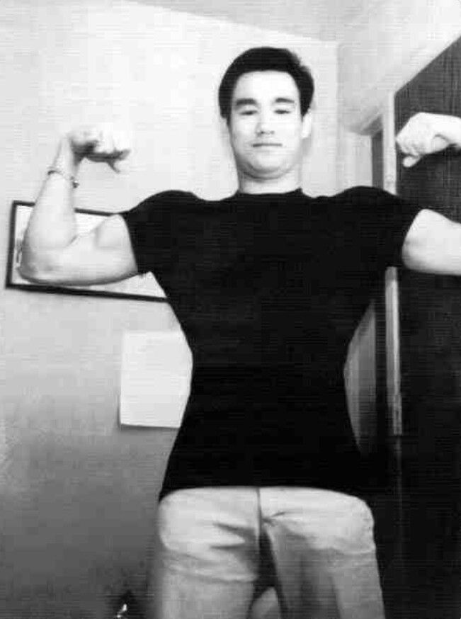 Look at Bruce Lee's shoulder width and the V-taper because of his Lats!!