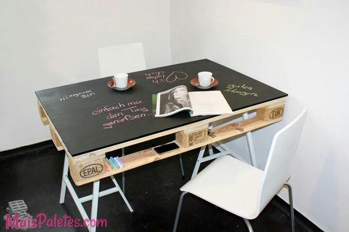i <3 pallets Kid pallet table w/ chalkboard paint top #pallets