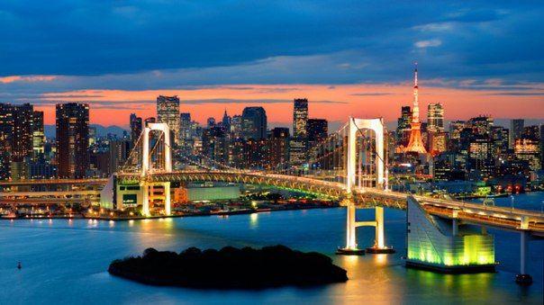 Радужный мост в Токио. Один из известнейших мостов в Японии, соединяющий две части Токио, названный из-за его иллюминации в ночное время