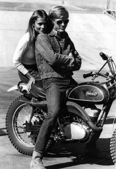 Lauren Hutton and Robert Redford. #MOTORCYCLE #BIKERS #MOTORCYCLEFEDERATION