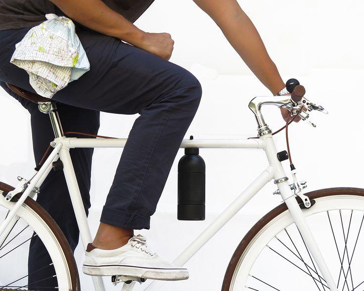 Naast de #LUCETTA de magnetische fietslamp en de #NELLO een magnetische fietsbel komt het Italiaanse Palomar nu met #PHILthebottle, een thermosfles voor onderweg. Modulair in te delen en qua grootte aan te passen aan de behoefte.
