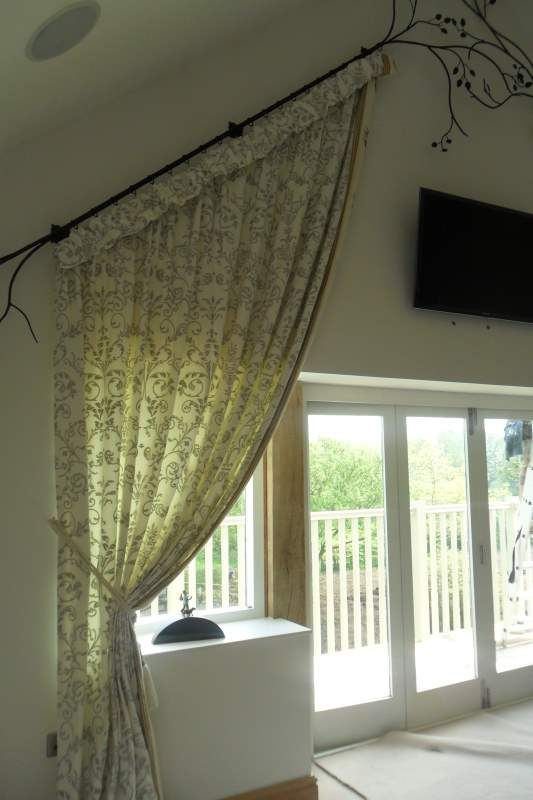 Lots of window treatment photos to give you some inspiration for your own home. There are curtain stlyes of every kind and design installed on every shape and size of window.