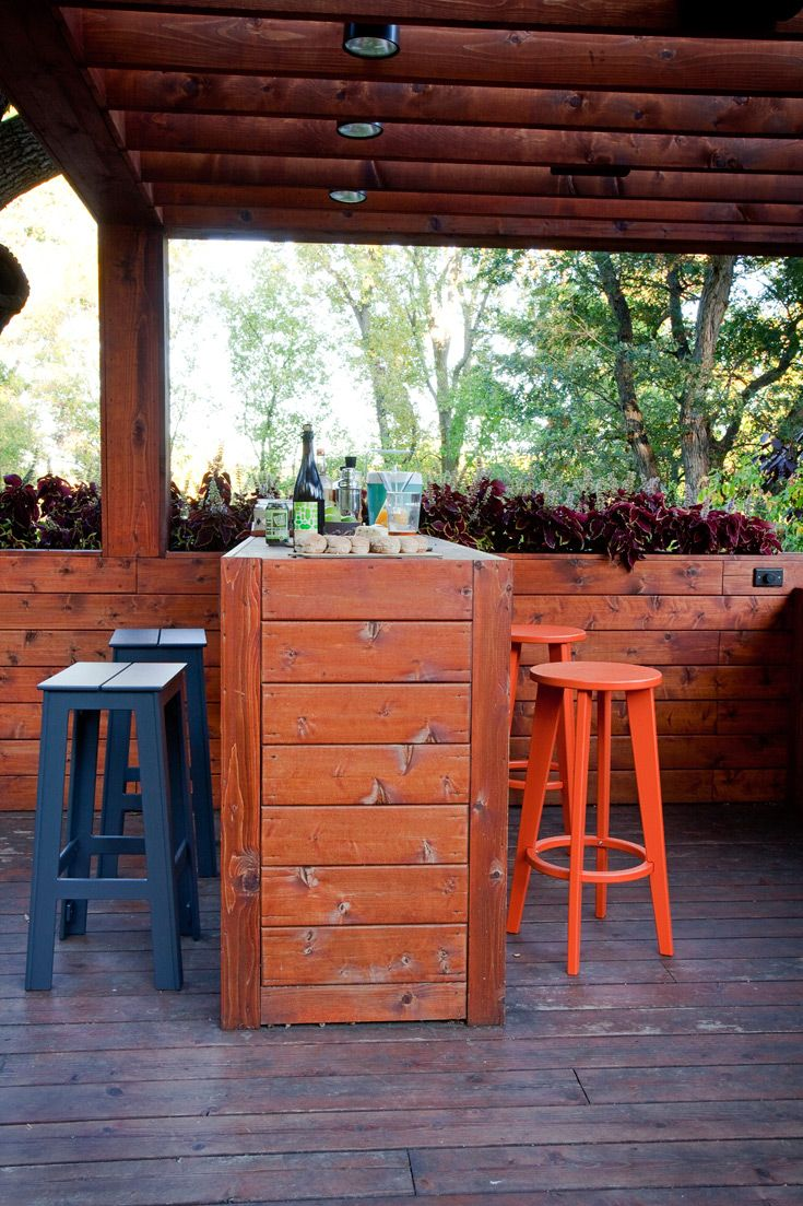 Backyard deck with loll 39 s modern outdoor bar stools for Exterior bar design