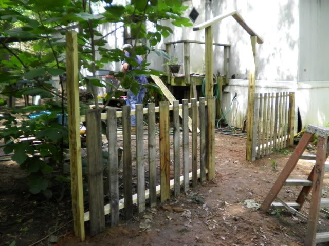 1000 ideas about pallet fence on pinterest fence wood for Diy pallet fence gate