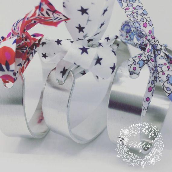 Bracelet jonc MANCHETTE argenté avec Ruban étoilé & GRAVURE PERSONNALISÉE by les Bijoux Palilo