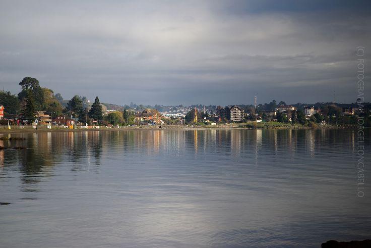 https://flic.kr/p/y9xfaT | Mañana invernal - Puerto Varas (Patagonia - Chle) | Puerto Varas es la capital turistica del sur de Chile. Ubicada en la Provincia de Llanquihue en la Región de Los Lagos, a orillas del Lago Llanquihue a 1016 kms al sur de Santiago y a 20 kms al norte de Puerto Montt.
