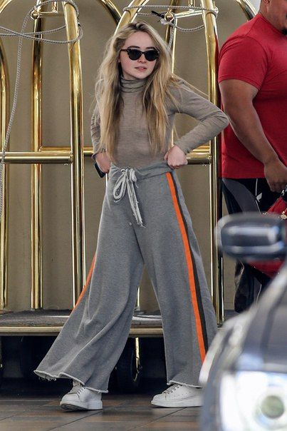 sabrina carpenter in the Vancouver airport for the DETOUR!!