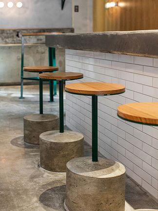 Banquetas fixas de concreto