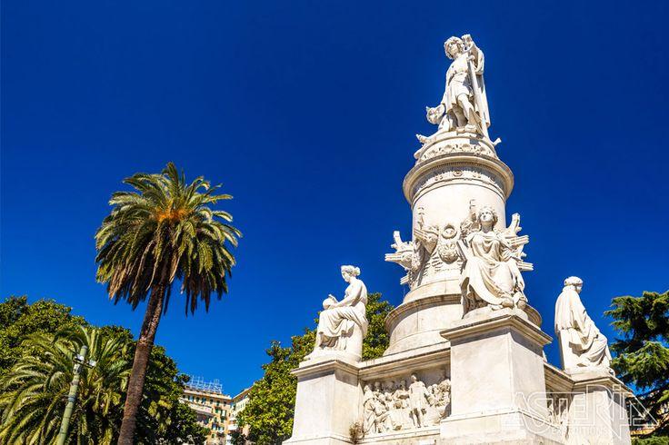 Standbeeld voor Christoffel Columbus, wiens geboortehuis we tijdens de reis bezoeken