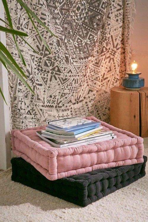 leseecke mit bodenkissen die eine orientalische deko sind