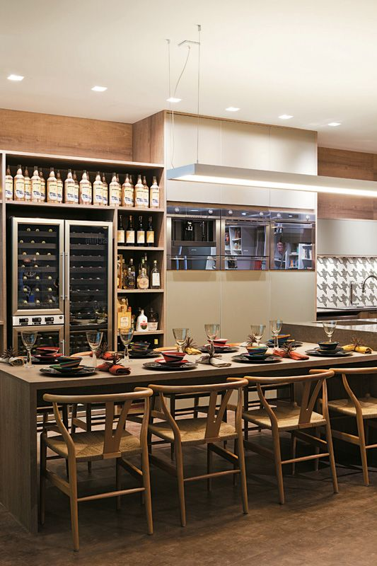 Oito cozinhas com revestimento de madeira, pedras e fibras - Casa