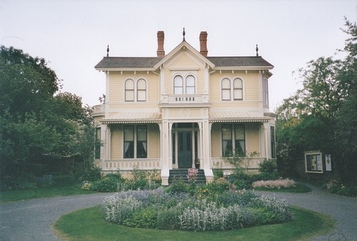 victorian persuasion.: Country Houses, Dreams Houses, Beautiful Houses, Circular Driveways, My Future Home, Country Home, Music Boxes, Gardens, Homes